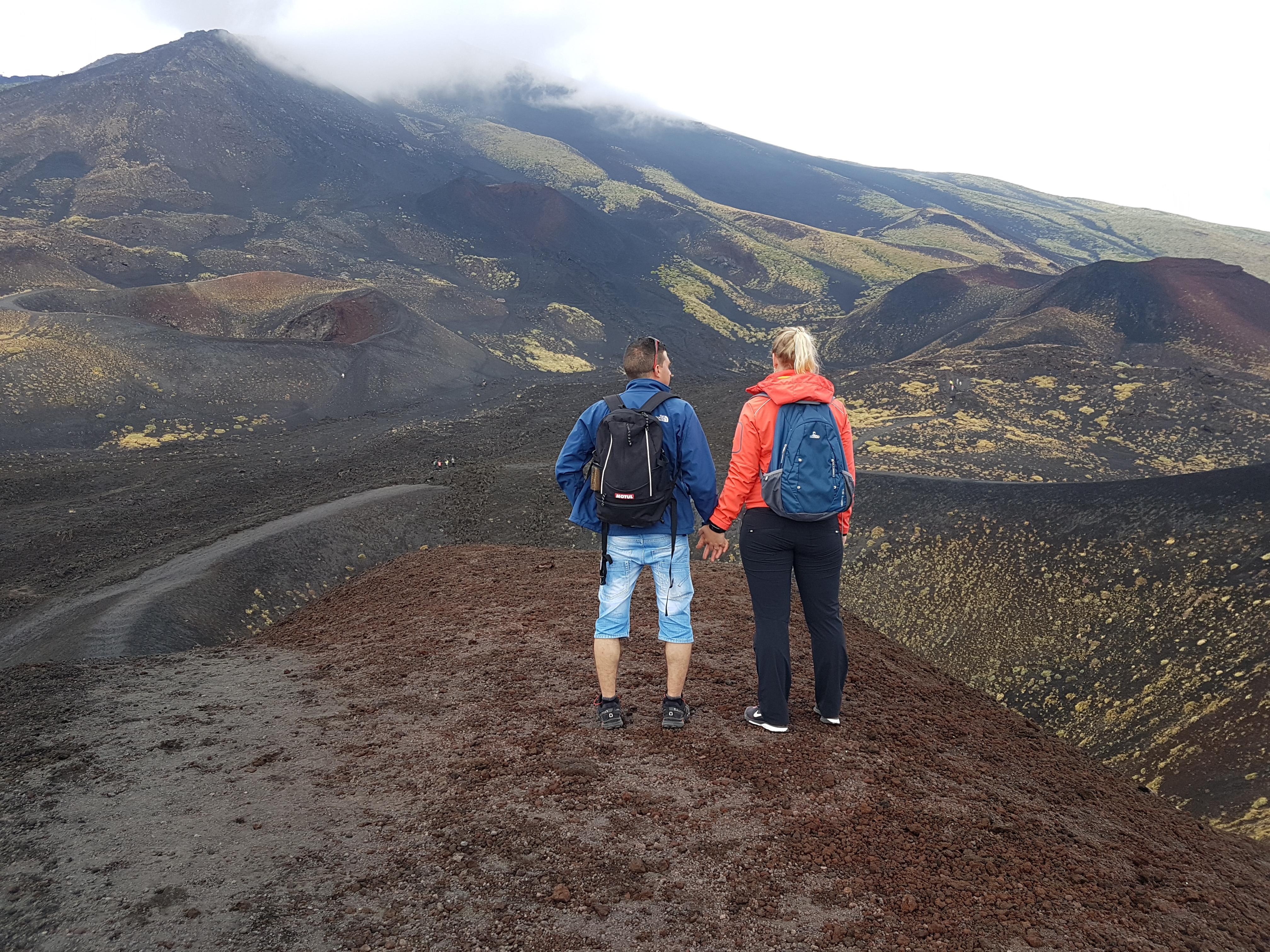 Uitzicht vanaf de top van de Silvestri krater