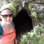 Anniek all'ingresso della Grotta Cicirello