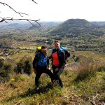 Anniek e Alessandro sul Monte Ilice con vista su vecchi crateri