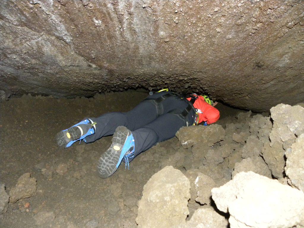 Tijgeren in de lavagrot Grotta dei tre livelli