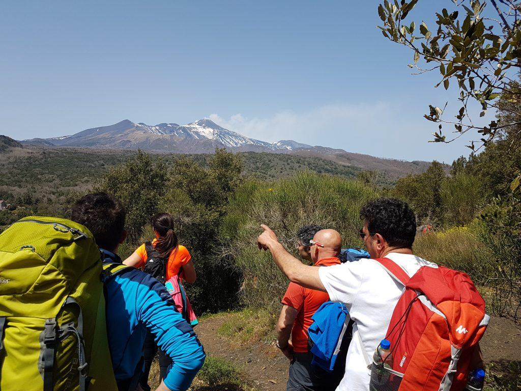 Uitzicht op de Etna vulkaan vanaf de Monte Ilice krater