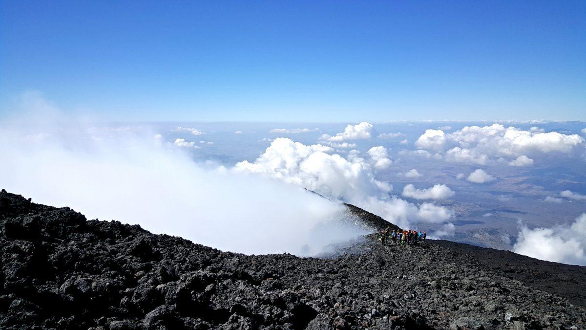 sopra le nuvole vulcano etna