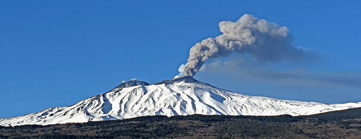 vulcano etna eruzione fumo etna nord